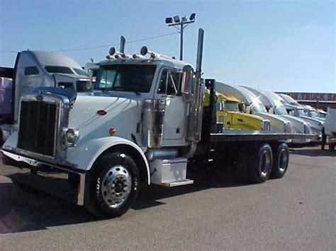 peterbilt rollback 2004 peterbilt 379 roll back tow truck 04petehdroll don