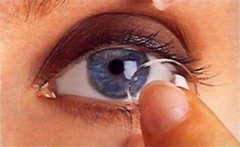 lenti a contatto doccia usare le lenti in piscina o sotto la doccia pu 242 provocare