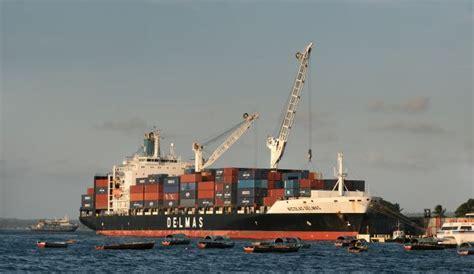 understanding the open boat understanding design of container ships