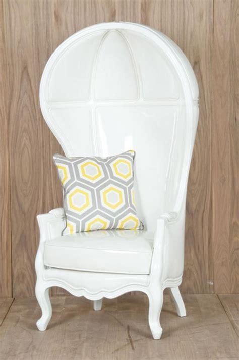 restaurant reservation balloon chair