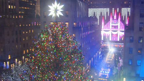 restaurant with view of christmas tree at rockefeller rockefeller center tree lights up for the 2016 season nbc new york
