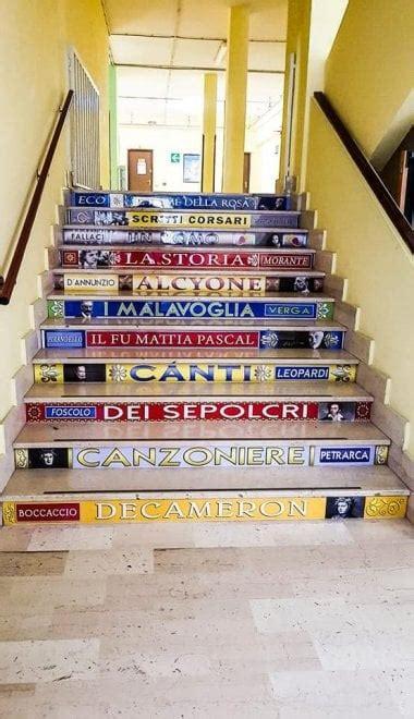 scuola a foggia le scalinate sembrano librerie l idea
