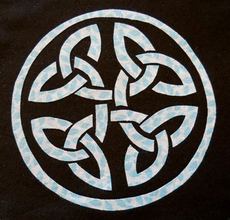 Knot Pattern - celtic circle knot applique pattern by humburgcreation
