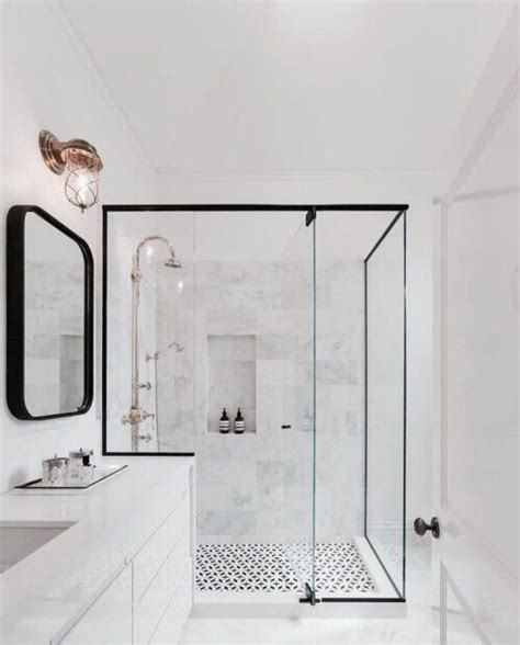 Classic Bathroom Ideas by 25 Best Ideas About Glass Showers On Showers