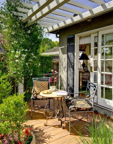 outdoor breakfast nook ideas  bright  beautiful