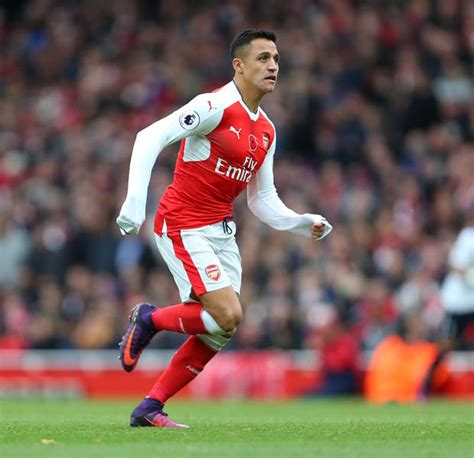alexis sanchez daily star alexis sanchez s team mates furious with arsenal star
