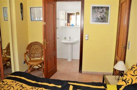 schlafzimmer en suite can ferienhaus in tossa de mar mieten