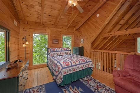 2 bedroom cabins in pigeon forge cabin rental close to dollywood 2 bedroom pigeon forge cabin
