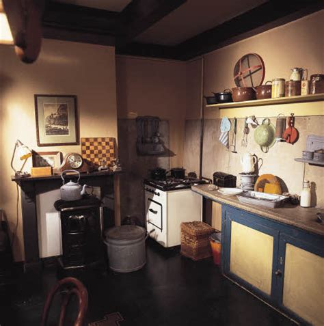 the story of frank daily occupations in the secret annex