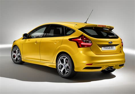 ford focus iaa 2011 ford introduces focus st in both hatchback