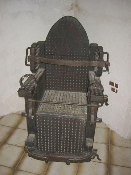 grusel stuhl das foltermuseum auf schloss waldeck