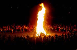 Contemporary celebration of the communal midsummer bonfire ritual in