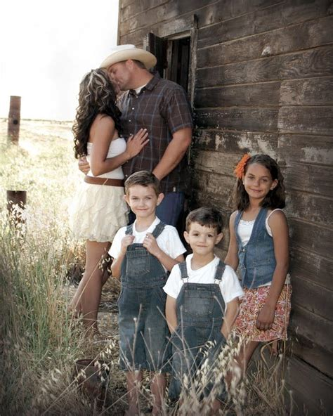 picture ideas for families 25 best ideas about country family photos on pinterest
