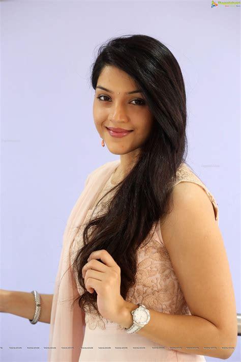 telugu cinema heroine photos hd mehrene kaur pirzada hd image 25 telugu cinema