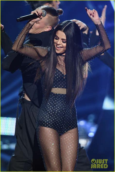 The Pathetic Story The Amas by Selena Gomez S Amas 2015 Same Performance