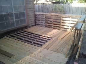 Pallet Patio Deck by 69 Best Images About Dog Kennels On Pinterest