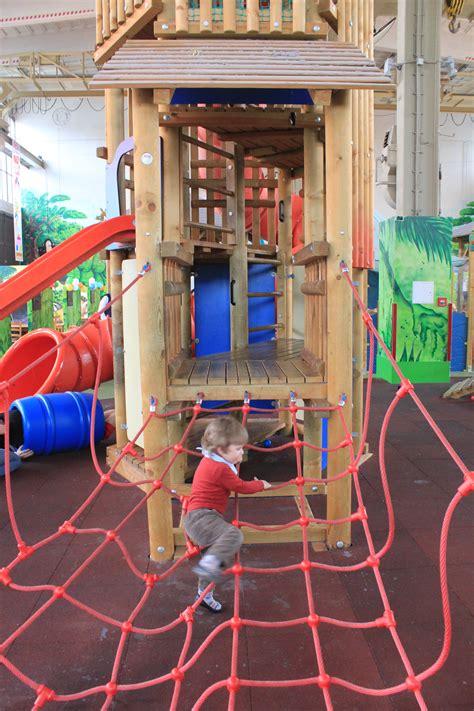 come riscaldare un capannone un capannone indutriale diventa un colorato parco giochi
