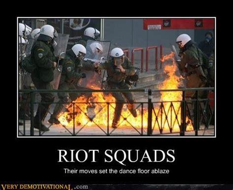 Riot Meme - demotivational i am kio