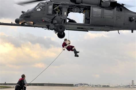 santa claus usa army photos santa is rappelling