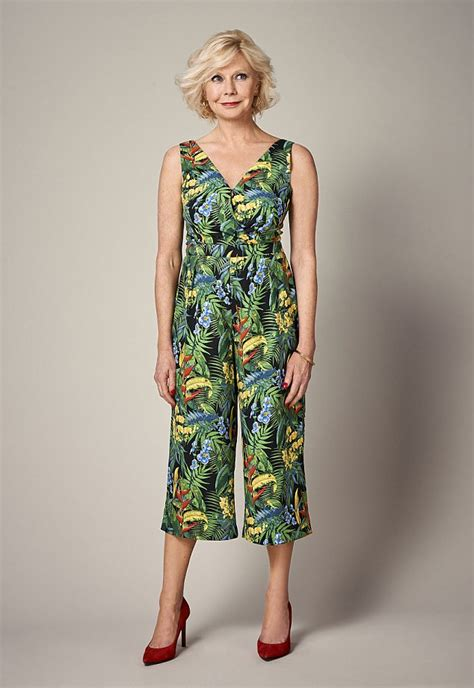 how should a 60 year old women dress how should a 60 year dress 60 yr old men fashion image