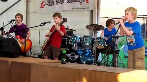 10 Children That Rock enter sandman metallica by the mini band 8 to 10 years
