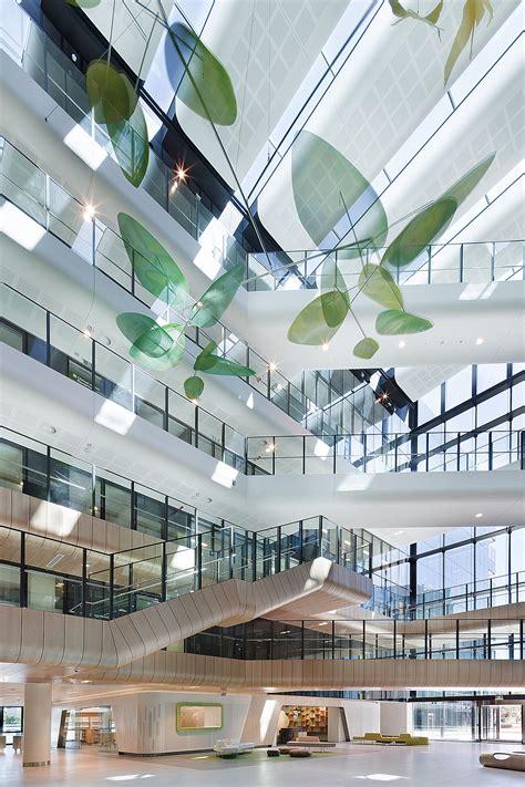 illumination atrium instaltion royal childrens hospital