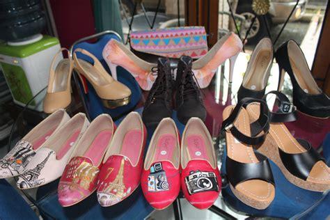 Sepatu Wanita Cewek Casual Kuliah Kerja High Heels Pita sepatu lukis dan custom pesanan pada tanggal 21 april 2014