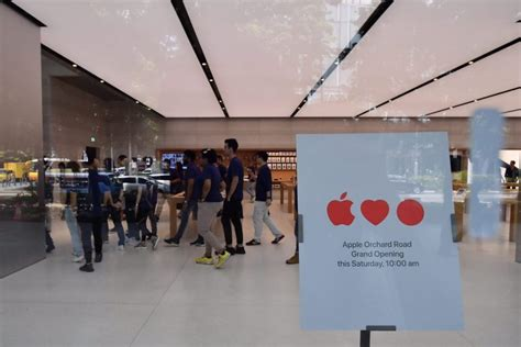 apple x singapore interior of apple orchard road in singapore unveiled