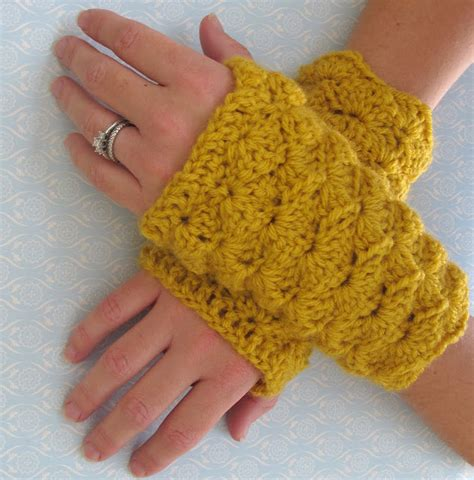 pinterest gloves pattern crochet shell stitch fingerless gloves free pattern
