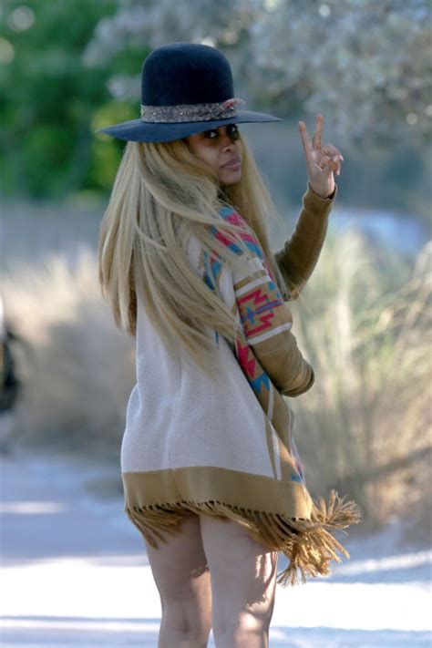 erykah badu shows off her cakes in hiphollywood