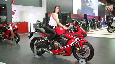 honda motobike istanbulda  yeni motosikletini sergiliyor
