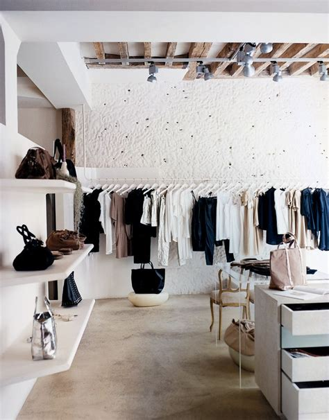 Interior Stores by Best 25 Fashion Shop Interior Ideas On