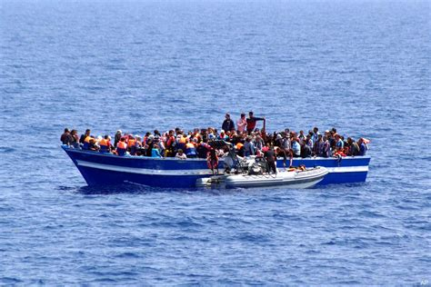 syrian refugee crisis boat syrian boat people a global crisis needs global solutions