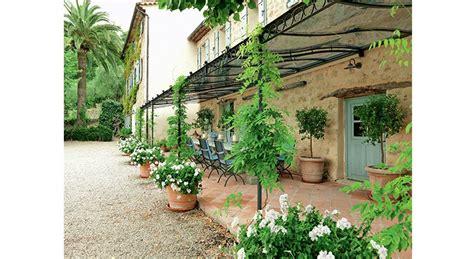 maison de provence decoration d 233 co terrasse notre s 233 lection pour s imaginer en provence