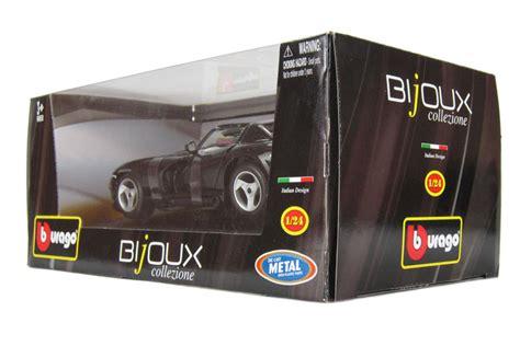 Burago 1 18 18 12024 Dodge Viper Rt 10 Silver Stripes hattons co uk burago 18 22024bk dodge viper rt 10 black