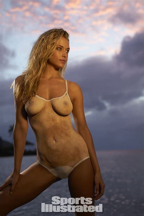 hannah ferguson sports illustrated 2014 body paint hannah ferguson 2014 swimsuit body paint si com