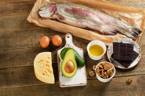 healthy fats rich foods lchf ketogenic diet effectiveness benefits warnings