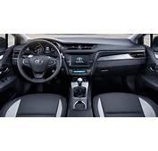 Toyota Avensis 2016 Interior