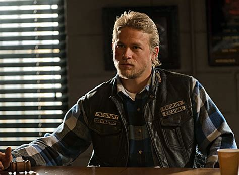 charlie hunnam cant shake his sons of anarchy alter ego as he sons of anarchy season 5 episode 4 recap and review collider