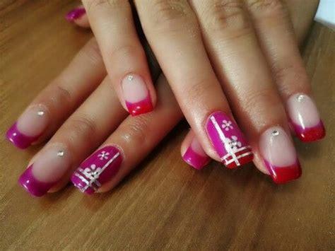 unghie con i fiori unghie con gel termico fuxia e rosso con striping argento