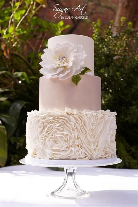 1000  ideas about Ruffled Wedding Cakes on Pinterest