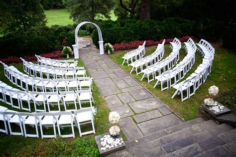 how to set up a backyard wedding this set up is gorgeous complete with the archway and