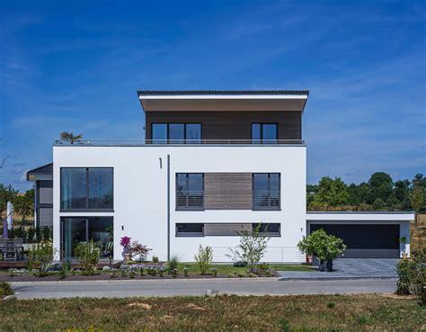 stunning modern home exterior designs    statement