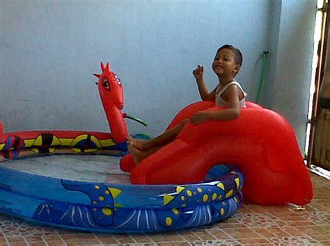 Kado Mainan Kolam Bermain Mandi Perosotan Anak Maian Tiup Mandi Baby jual kolam renang ada perosotan muat 4 anak diameter 203cm