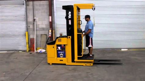 2003 yale 3000 lbs capacity order picker with 2012 battery