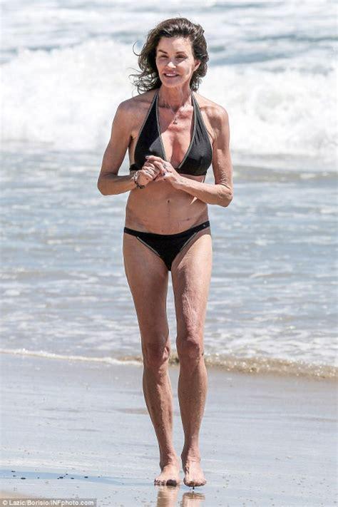 who does lucy davis look like supermodelo de 60 a 241 os en bikini noticias taringa