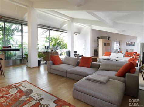 di casa un sottotetto con terrazzo aperto o chiuso a seconda delle