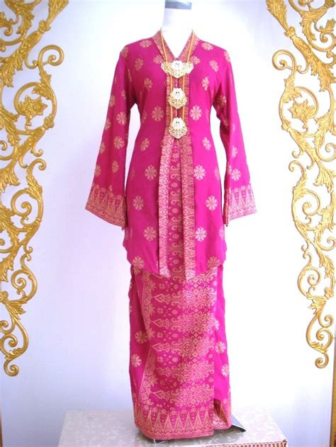Baju Kebaya 17 best images about baju kurung on anamika khanna kebaya and mahira khan