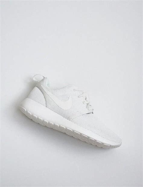 Nike Free 868 best 25 white nikes ideas on white nike shoes