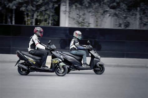 yamaha ray vs honda dio yamaha ray zr v honda dio shootout sharp scooters